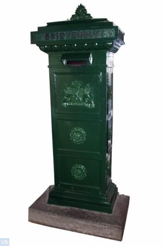 1851. Standaard brievenbus [Leeuwen met kroontjes kijken naar voren, geen lichtingsnummer]