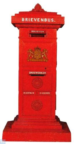 1912. Standaard brievenbus [Leeuwen kijken naar elkaar]