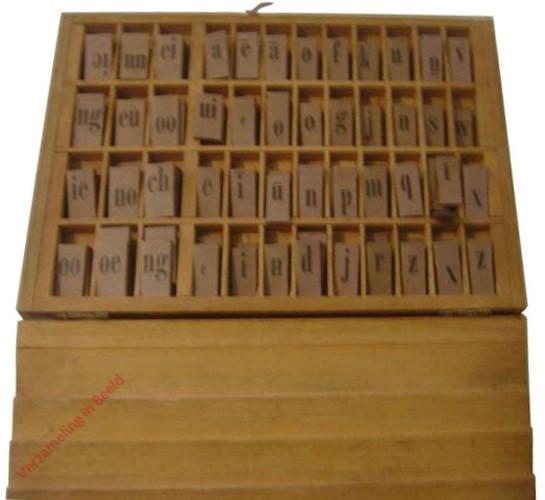 1932-1933. Hoogeveen's verbeterd dicteerdoosje [Groningen, Den Haag, Batavia]