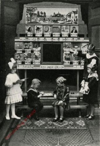 1905/1910. aap roos zeef, Becker's klassikaal leesbord [variant 3 houten rand, met standaard]