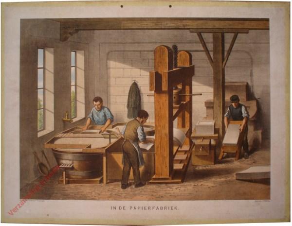 2e serie No 11 - In de papierfabriek [Papier op pers hangt naar beneden]