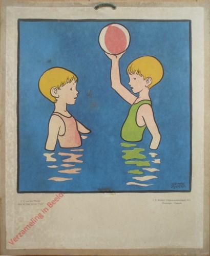 [Kinderen spelen in het water met bal]
