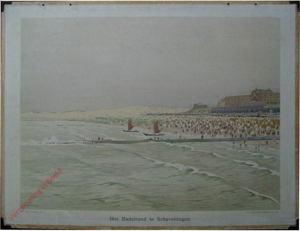 15 - Het badstrand te Scheveningen [uit zee gezien met pier en bootjes]