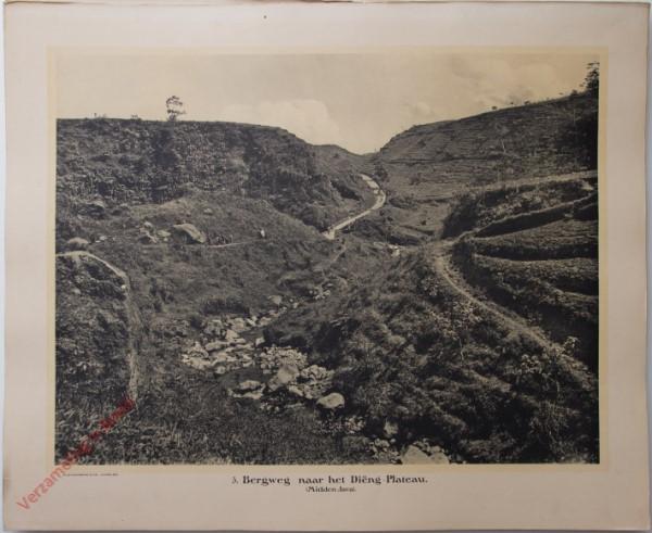 3 - Bergweg naar het diëng-plateau. (Midden-Java)