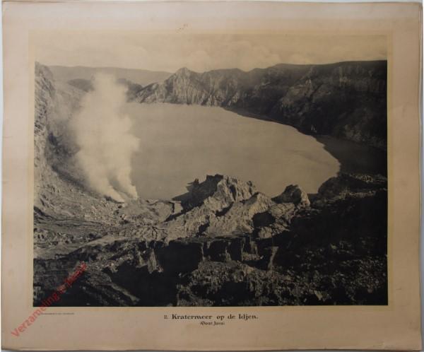 11 - Kratermeer op de Idjen. (Oost-Java)