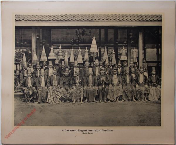 16 - Javanen. Regent met zijn hoofden. (Oost-Java)
