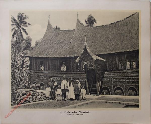 23 - Maleische woning. (Midden-Sumatra)
