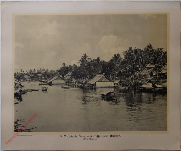 24 - Maleisch dorp met drijvende huizen. (West-Borneo)