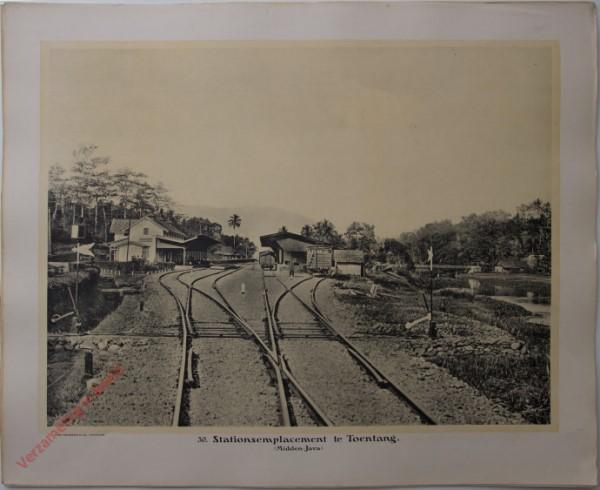 30 - Stationsemplacement te Toentang. (Midden-Java)