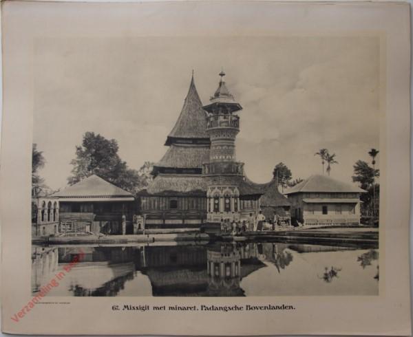 67 - Missigit met minaret. (Padangsche Bovenlanden)