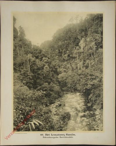 102 - Het Lematang-Ravijn. (Zuid-Sumatra)