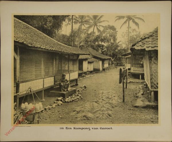 110 - Een kampong van Garoet.