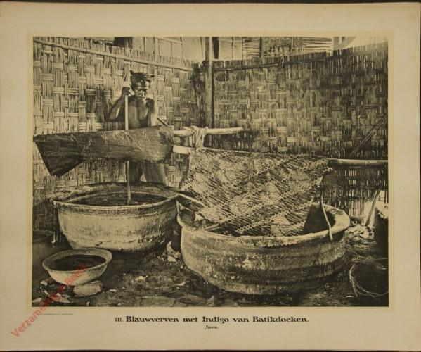 111 - Blauwverven met Indigo van Batikdoeken. (Java)