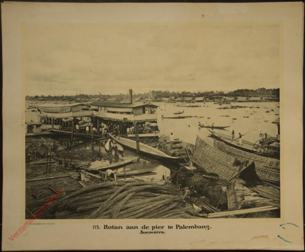 115 - Rotan aan de pier te Palembang. (Sumatra)