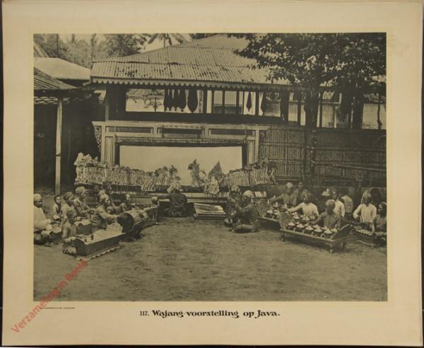 117 - Wajang-voorstelling op Java.
