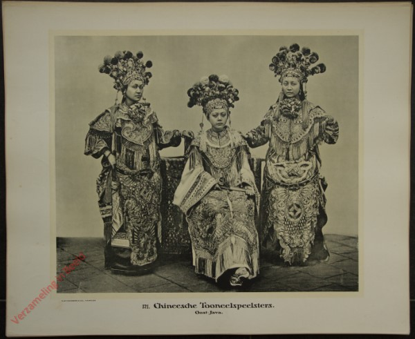 121 - Chineesche Tooneelspeelsters. (Oost-Java)