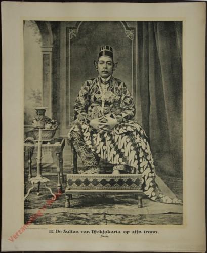 127 - De Sultan van Djokjakarta op zijn troon. (Java)