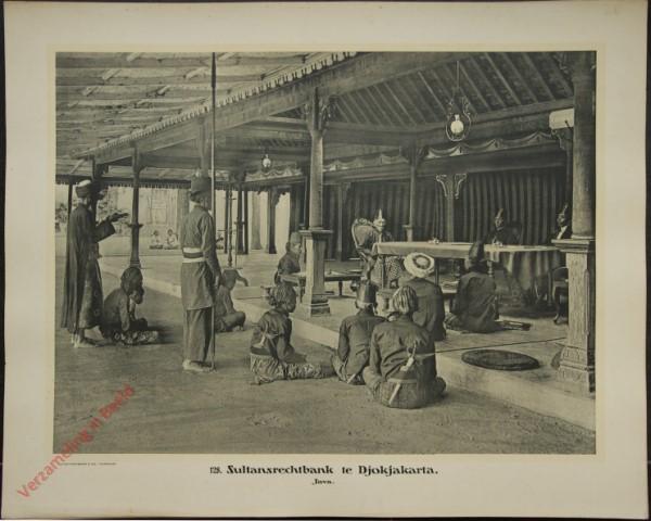 128 - Sultansrechtbank te Djokjakarta. (Java)