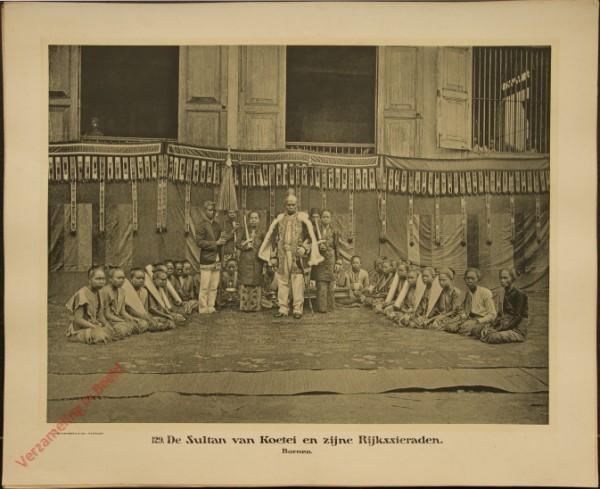 129 - De Sultan van Koetei en zijn Rijkssieraden. (Borneo)