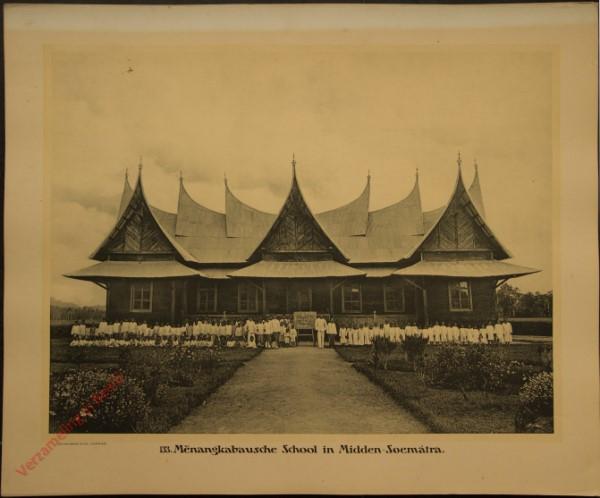 133 - Menangkabausche School in Midden-Sumatra