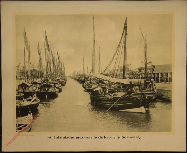 140 - Inlandsche prauwen in de haven te Semarang