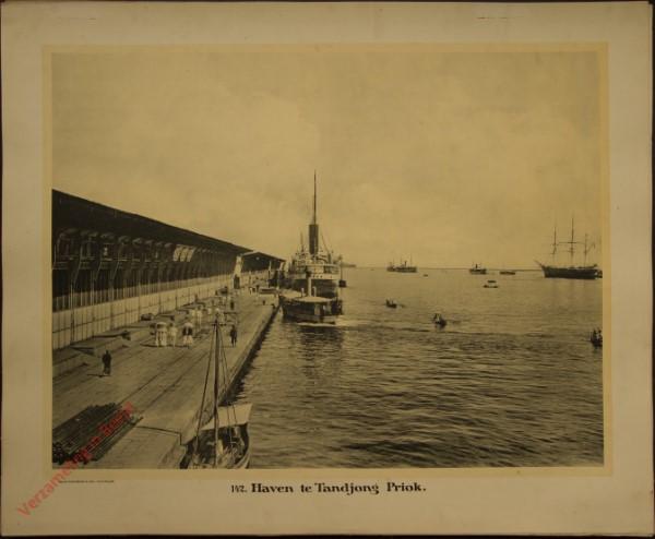 142 - Haven te Tandjong Priok