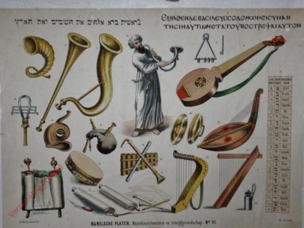 No. VI - Muziekinstrumenten en schrijfgereedschap