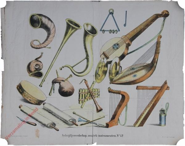 No. 42 - Schrijfgereedschap, muziek-instrumenten