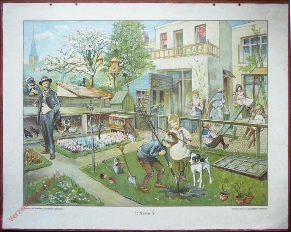 1e Serie, 5 - Op de plaats achter 't huis (in de lente) [1e druk, meisje rechts wit jurkje, man blauw hoedje]