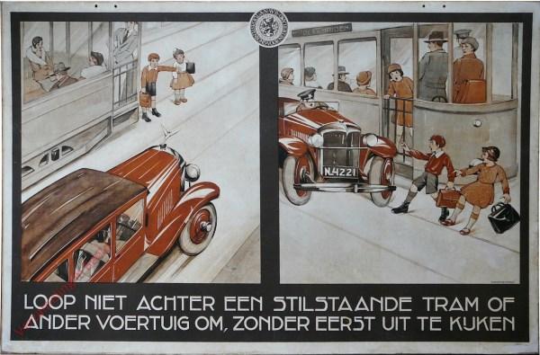 Loop niet achter een stilstaande tram of ander voertuig om, zonder eerst uit te kijken