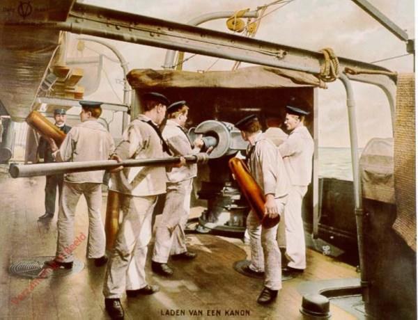 1e serie, nr 3 - Het laden van een kanon aan boord van een oorlogsschip